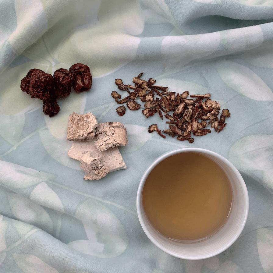 丹參紅棗茶:丹參、紅棗、茯神。